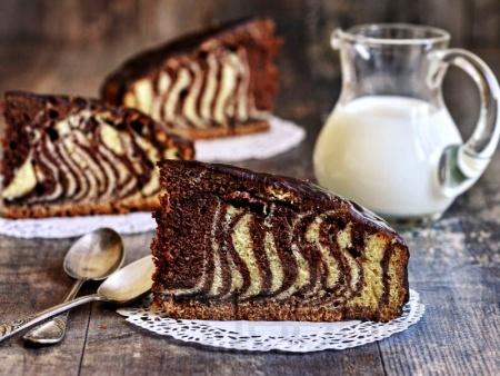 Сладкиш зебра с какаова глазура - снимка на рецептата